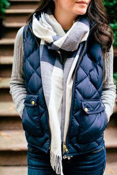 Also known as a body warmer, a gilet is essentially a sleeveless quilted jacket. These, along with other vest coats, incredibly fashionable when styled right. So here is our guide to rocking the gilet or vest coat this winter. Street Style Outfits, Casual Outfits, Cute Outfits, Prep Outfits, Outfits With Vests, Women's Casual, Preppy Fall Outfits, Diy Outfits, Outfits 2016