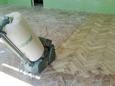 Odborně provádíme renovace parketových podlah v Praze i po celé ČR.  Provádíme bezprašné broušení a renovaci parket a dřevěných podlah. Při renovacích používáme ekologické a zdravotně nezávadné materiály předních výrobců podlahové chemie s certifikací.  http://podlahove-studio.com/content/29-renovace-parket