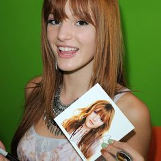 #autograph @Bella Thorne