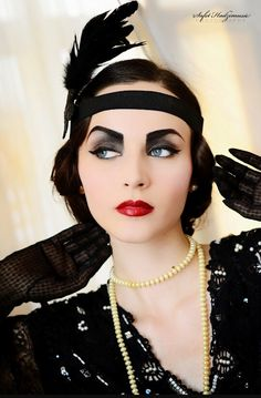 Vintage Makeup Idda van Munster: How to recreate a look - How to Be a Flapper Girl Great Gatsby Makeup, 1920 Makeup, Flapper Makeup, 1920s Makeup Gatsby, Flapper Hair, Flapper Fashion, Flapper Style, Roaring 20s Makeup, 1920 Style