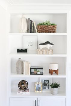 Decorating built-in shelves can be challenging. Here are our tips to create gorgeous styled shelves. The dos and don'ts of styling and accessorizing shelves in your home #builtins #sheflie #accessories #styleshelves #livingroom #shelfdecor #homedecor