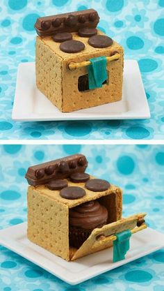 Kitschy Kitchen Cookies Tutorial ~ These incredible three-dimensional oven cookies are kitschy, cute and clever because there's another sweet treat hidden inside. For a fun gender-reveal party idea, you could use pink or blue cupcakes Graham Crackers, Graham Cracker Cookies, Yummy Treats, Delicious Desserts, Sweet Treats, Yummy Food, Gourmet Desserts, Health Desserts, Cute Food