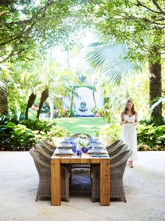 Inspired by her family's home in Palm Beach, Aerin Lauder has unveiled her new AERIN Collection for Williams Sonoma, and I want one of everything! The collection of more than 120 products wa…