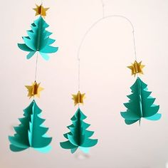 クリスマスツリーのモビール Diy And Crafts, Christmas Crafts, Arts And Crafts, Paper Crafts, Christmas Ornaments, New Years Decorations, Christmas Decorations, Mobiles, Judy Garland