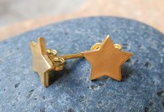 14 kt gold Star Studs Gold Stars Star Small by TzenNikoletta Gold Star Earrings, Leaf Earrings, Organic Shapes, Silver Stars, Solid Gold, Small Businesses, Studs, Etsy Jewelry, Gold Jewelry