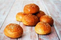 Celozrnné domácí burgerové bulky – Jezte sláskou My Recipes, Hamburger, Bread, Food, Diet, Brot, Essen, Baking, Burgers