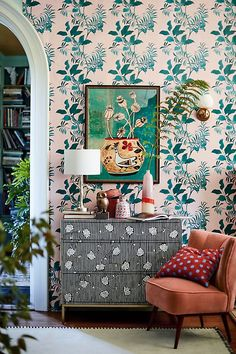 Our favorite living rooms of We've rounded up a few of the best spaces–some oldies, some newbies–of the year for your living room decor inspiration. For more best of and living room design ideas go to Domino. Chinoiserie Wallpaper, Eclectic Wallpaper, Wallpaper Decor, Wallpaper Ideas, Wallpaper Dresser, Bold Wallpaper, Interior Wallpaper, Estilo Kitsch, Parrot Wallpaper