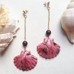 Morning Mermaids!  Brinco de Concha Rosa R$ 45. | #mermaid #beach #pink #shells #boho #bohemian #lifestyle #glam #sea #beachdays #summer #girls #accessories #acessorios #sereia #jewelry #jewellery #bijoux #bijouxonline #trend #earrings #beachlife #oceanlife #salty #puravida