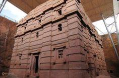 Лалибэла – #Эфиопия #Амхара (#ET_AM) Согласитесь, высеченные в камне сооружения всегда выглядят впечатляюще! Именно удивительные монолитные церкви являются главным украшением небольшого и, конечно же, небогатого городка Лалибела в Эфиопии. http://ru.esosedi.org/ET/AM/1000090280/lalibyela/