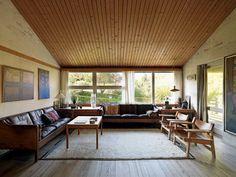 A tour of the Danish designer Borge Mogensen home.