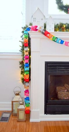 🌟Tante S!fr@ loves this📌🌟 How to make a modern felt chain garland - cute and colorful Christmas decor Diy Christmas Decorations For Home, Diy Christmas Garland, Christmas Banners, Christmas Projects, Fun Projects, Christmas Paper Chains, Christmas Lights, Modern Christmas, Winter Christmas