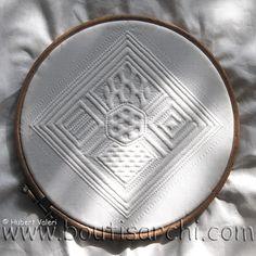 """Une des """"Tierce"""" du Manuel Pratique de boutis serti au fil blanc à comparer avec la tierce sertie au fil de couleur ficelle !"""