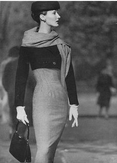 Evelyn Tripp High Waisted Check Dress this is a vintage shot, Evelyn Tripp was a model in the & .but I'd wear this outfit today in a heartbeat.Women dressed so classy back then! Moda Vintage, Vintage Vogue, Vintage Glamour, Vintage Beauty, Fifties Fashion, Retro Fashion, Vintage Fashion, Trendy Fashion, Fashion Women