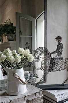 (via Blayne Beacham Interiors)    Beautiful wire sculpture