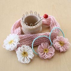 リリアンで編むお人形のマフラーとお花モチーフの作り方|編み物|編み物・手芸・ソーイング|アトリエ|手芸レシピ16,000件!みんなで作る手芸やハンドメイド作品、雑貨の作り方ポータル