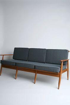 http://www.designaddict.com/forum/General-discussion/Foam-density-for-vintage-danish-sofa-knock
