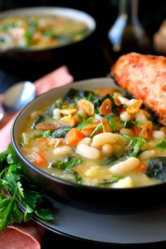 This vegan white bean and kale soup is easy to prepare in just 20 minutes, creamy and absolutely delicious! This is my version of Tuscan white bean soup.