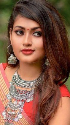 Beautiful Girl Photo, Beautiful Lips, Beautiful Dresses, Beautiful Women, Desi Girl Image, Girls Image, Beauty Full Girl, Beauty Women, Girl Pictures