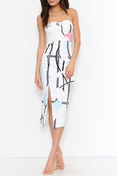 Beautiful brunch dress featuring a modern floral print pattern. Strapless, sweetheart bustline. Zipper back closure. Front slit. Finished hem.
