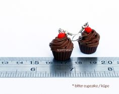 Bitter Cupcake   #fashion #design #miniature #food #art #miniaturefoodart #polymerclay #clay #minyatur #polimerkil #kil #nutella #tasarim #taki #sanat #moda #sokak #tutorial #yummykupe #mold #kalip #nasil #bileklik #kolye #kupe #yuzuk #aksesuar #kadin #ring #earring #accesorie #necklace #bitter #bittercupcake #cupcake #brown #red #kupe