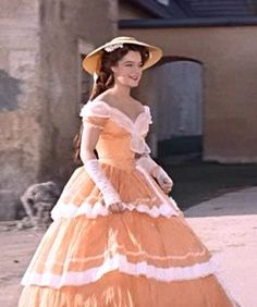 😂 What language do you speak? Ball Gowns Prom, Ball Gown Dresses, Romy Schneider, Victorian Evening Gown, Southern Belle Costume, Impératrice Sissi, Gothic Lolita Dress, Actrices Hollywood, Old Dresses