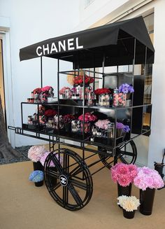 Pop up shop retail design flower cart farm shops kiosk, ladeneinrichtung, b Design Shop, Kiosk Design, Booth Design, Retail Design, Store Design, Flower Shop Design, Flower Truck, Flower Cart, Tienda Pop-up