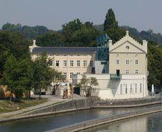 Radio Praga - Huellas de inundaciones de 2002 se registran en Praga hasta hoy Mansions, House Styles, Home, Photos, Decor, Ideas, Art, Czech Republic, Prague