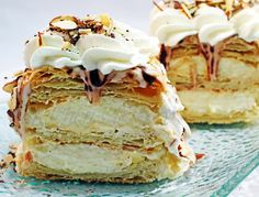 Also known as Napoleon pastry, this flaky puff pastry dessert is layered with pastry cream custard and whipped cream Puff Pastry Desserts, Fancy Desserts, Köstliche Desserts, Delicious Desserts, Napoleon Pastry, Napoleon Cake, Napoleon Dessert, Dessert Crepes, Breakfast Dessert