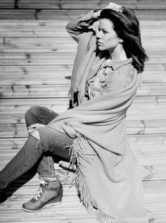 muotokuvaus, muotokuvaus porvoo, lilychristina photography, lilychristina, portrait, potretti, mallikuvat, mallikuvaus, mallikuvat porvoo, valmistujaiskuvaus porvoo, black and white picture, model, beautiful, fresh