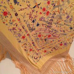 Antigüedades: Mantón de Manila cantonés antiguo en seda bordado a mano del s.XIX - Foto 9 - 57739846