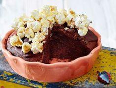Das Rezept für Cola-Schokokuchen mit Popcorn und weitere kostenlose Rezepte auf LECKER.de