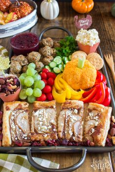 Thanksgiving Appetizer Snack BoardThe answer to lunch on. Thanksgiving Appetizer Snack Board The answer to lunch on Thanksgiving Day. Family Fresh Meals, Easy Family Dinners, Quick Easy Meals, Family Recipes, Thanksgiving Appetizers, Best Appetizers, Thanksgiving Leftovers, Thanksgiving Ideas, My Favorite Food