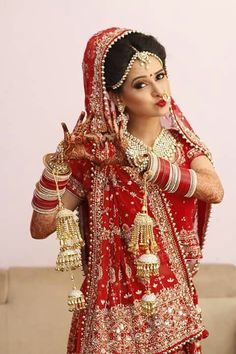 Indian Bride Photography Poses, Indian Bride Poses, Indian Wedding Poses, Indian Bridal Photos, Indian Wedding Couple Photography, Indian Bridal Outfits, Indian Bridal Fashion, Photography Couples, Bridal Photography