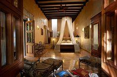 """Otra belleza de hotel ubicada en Yúcatan es """"Hacienda Xcanatún"""" sin duda es el lugar donde tú y tu familia se sentirán en la época colonial con esos detalles ultralujosos de los que disfrutaban los españoles."""