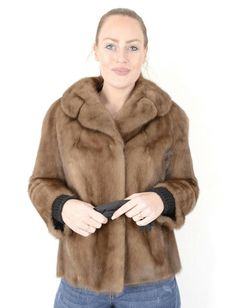 The jacket is in a well-kept and very good condition. The jacket can be closed with hooks. Most of our fur coats and jackets are expertly cleaned in a special furs machine. Mink Jacket, Leather Jacket, Mink Fur, Ranch, Fur Coat, Beautiful Women, Clothes For Women, Jackets, Vests