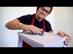 Cómo renovar un mueble de madera con pintura efecto tiza y un toque metalizado - YouTube