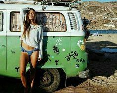 Volkswagen Minibus, Vw T1, Volkswagen Transporter, Trucks And Girls, Car Girls, Chevy Camaro, Bugatti Veyron, Combi Ww, T6 California