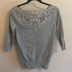 Forever 21 lace detail sweater Really beautiful sweater with lace detail along the neckline! You can dress it up or down, and it's in amazing condition! Forever 21 Sweaters Crew & Scoop Necks