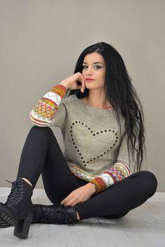 Γυναικείο πουλόβερ με καρδιά στράς  PLEK-2724-be  Πλεκτά > Πλεκτά & ζακέτες Pullover, Sweaters, Fashion, Moda, Fashion Styles, Sweater, Fashion Illustrations, Sweatshirts, Pullover Sweaters