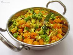Mrkvovo - hrachovy thoran Carrots, Salsa, Indie, Curry, Mexican, Ethnic Recipes, Food, Carrot, Curries
