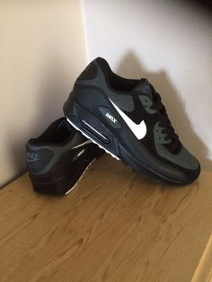 Nike Air Max 90 Essential Black Trainers (With White Detail) Size 8 e9b0ceaa8e