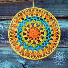 No hay descripción de la foto disponible. Baby Afghan Crochet, Crochet Tote, Thread Crochet, Cute Crochet, Crochet Mandala Pattern, Crochet Chart, Crochet Doilies, Crochet Christmas Cozy, Christmas Crochet Patterns