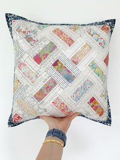 Patchwork Cushion, Quilted Pillow, Patchwork Quilting, Hand Quilting, Machine Quilting, Pdf Sewing Patterns, Quilt Patterns, Quilting Ideas, Quilting Projects