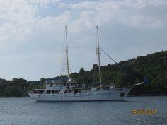 Perfil de la goleta en navegación
