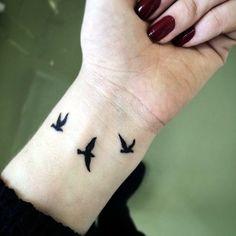 Wrist Tattoos - Tattoo Designs For Women! Small Bird Tattoos, Black Bird Tattoo, Bird Tattoo Wrist, Black Tattoos, Three Birds Tattoo, Tiny Tattoo, Trendy Tattoos, Tattoos For Women, Cool Tattoos