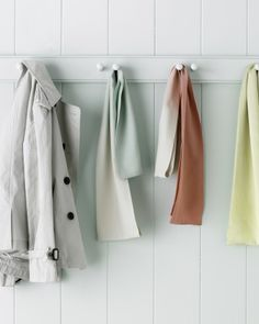 With an easy dye solution, you can give store-bought silk scarves a soft or bold ombre effect.