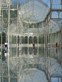 Must See - Crystal Palace, Madrid, Spain Places Around The World, Oh The Places You'll Go, Places To Travel, Places To Visit, Around The Worlds, Travel Destinations, Beautiful Buildings, Beautiful Places, Foto Madrid