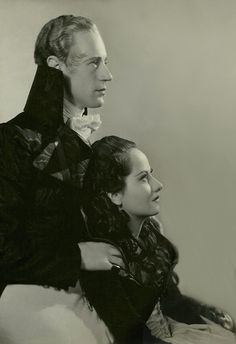 """Leslie Howard & Merle Oberon in """"The Scarlet Pimpernel. Classic Movie Stars, Classic Films, Old Hollywood Stars, Classic Hollywood, Leslie Howard, Trevor Howard, Merle Oberon, The Scarlet Pimpernel, Star Wars"""