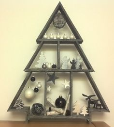 Action en lijmpistool Goede combinatie! Diy Christmas Tree, Christmas Makes, Rustic Christmas, Xmas Tree, Christmas Projects, Christmas Holidays, Christmas Ornaments, New Years Decorations, Christmas Decorations