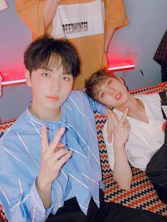 Pentagon Hongseok, Survival, Cube Entertainment, Kpop Boy, Photo Cards, Pretty Boys, Photo Book, Boy Groups, Actors